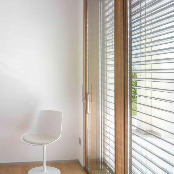 Brise soleil with cord, main image