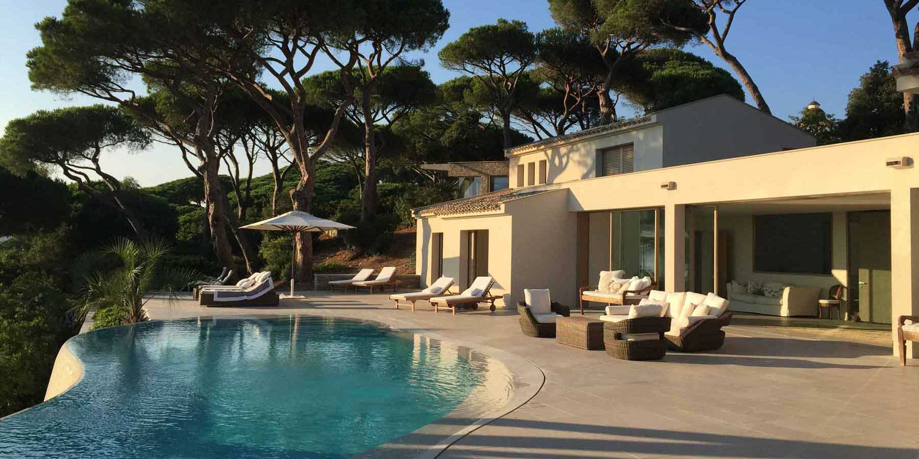 Villa in Saint Tropez realized with the frames of the Skyline Minimal Frames Collection