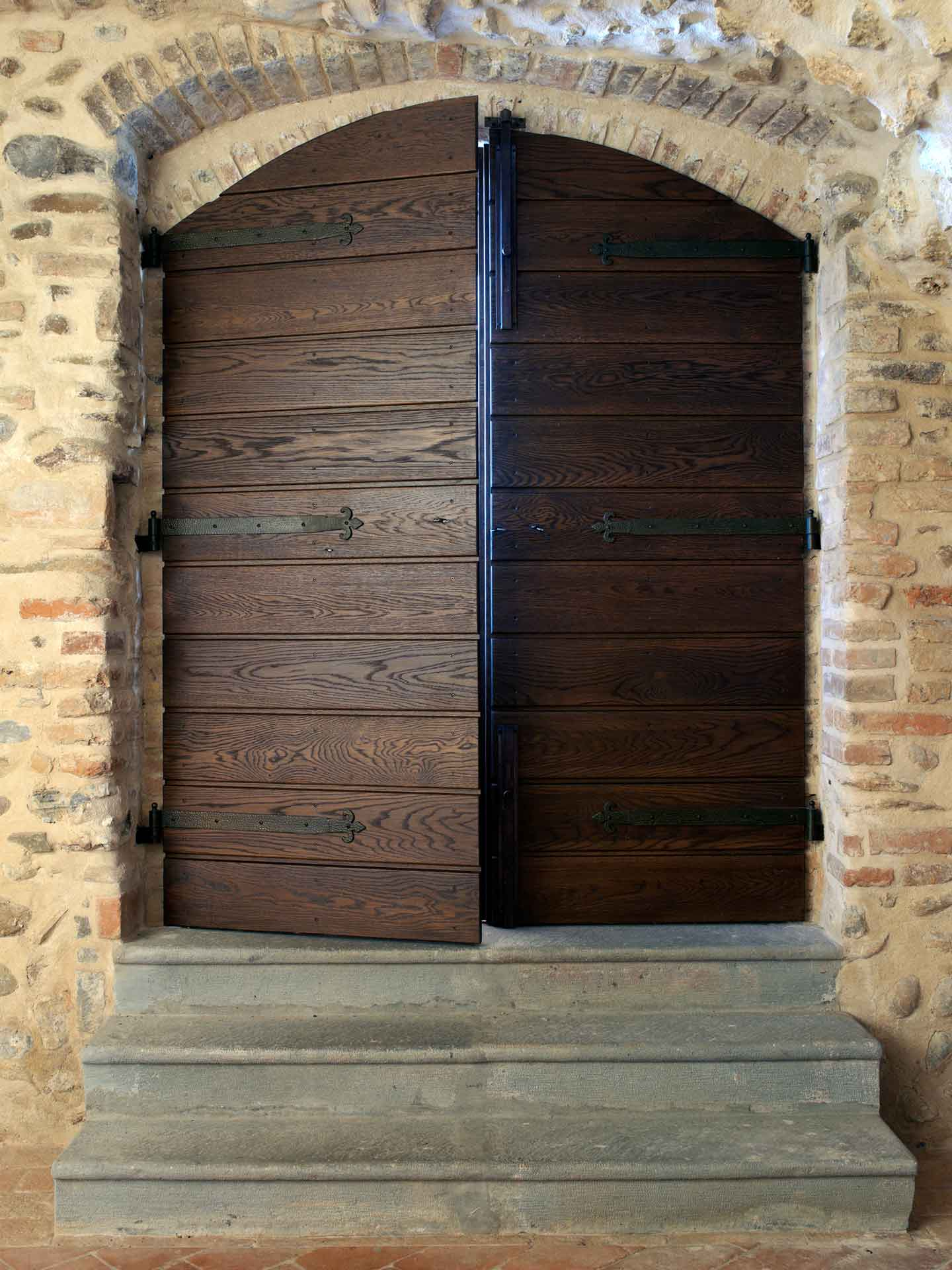 Entrance doors, image a