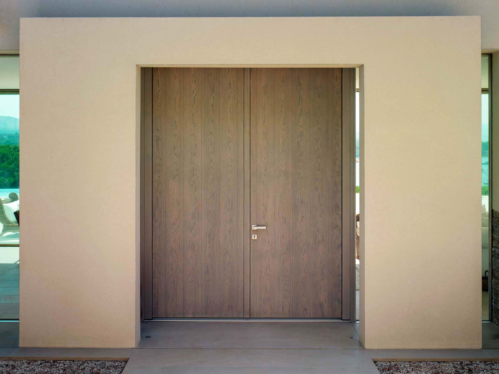 Entrance doors, image four