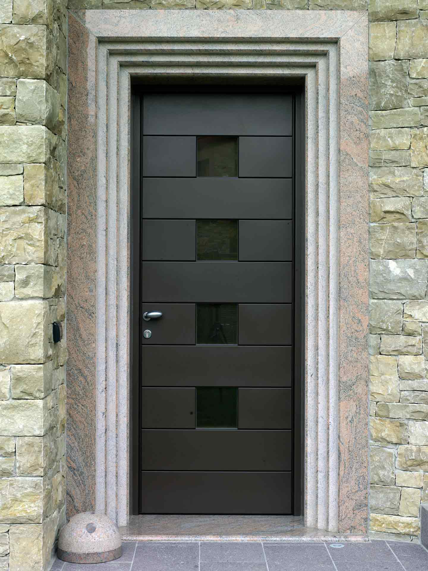 Entrance doors, image nine