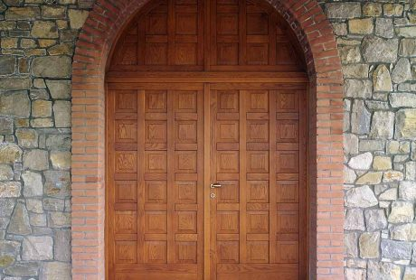Entrance doors, image e