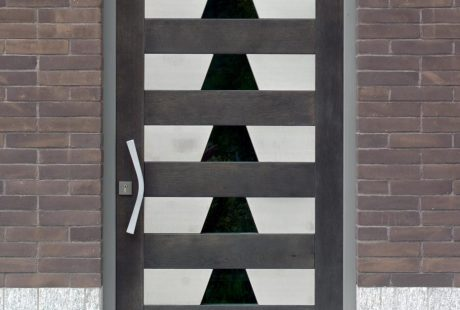 Entrance doors, image six