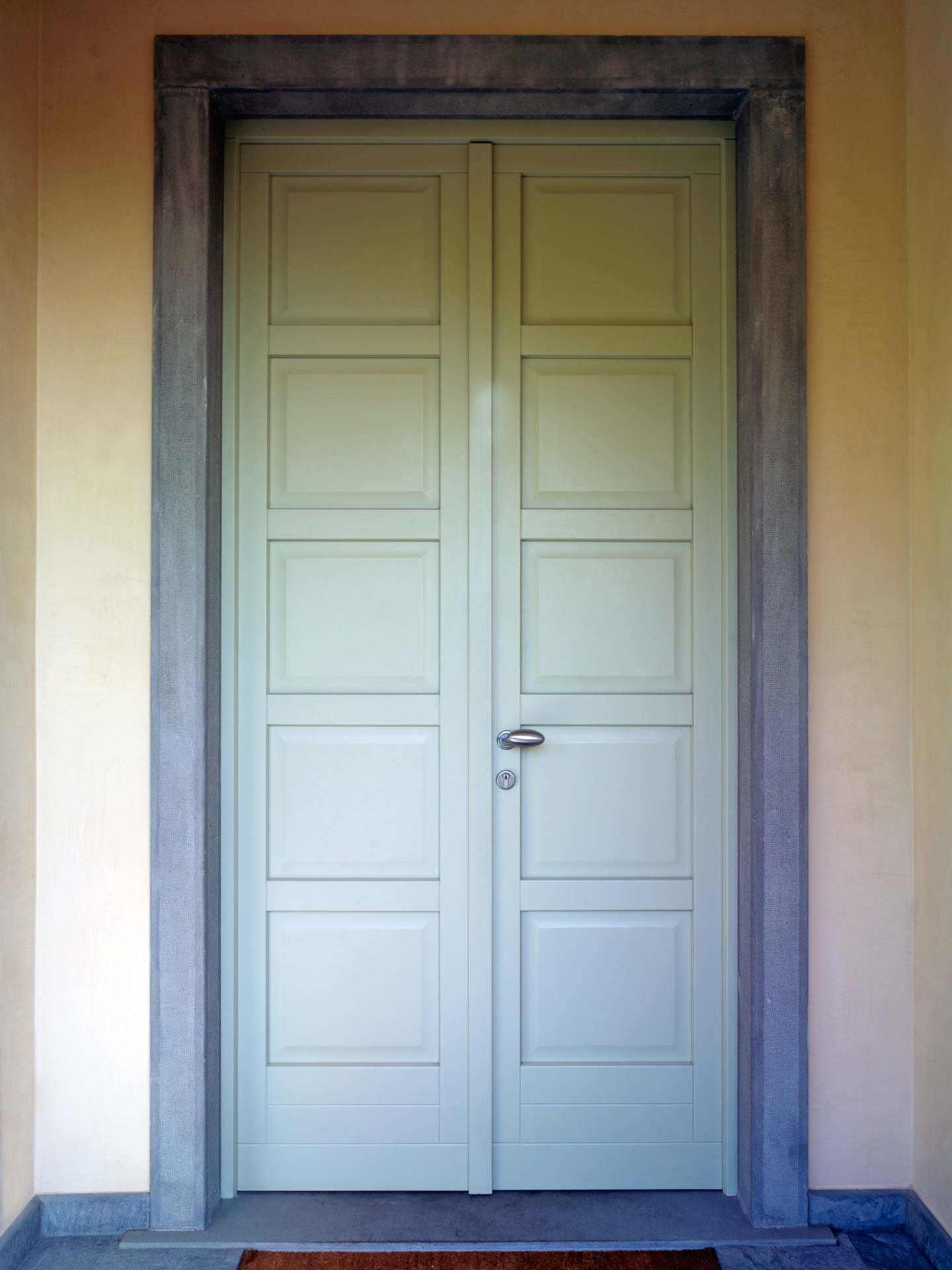 Entrance doors, image ten