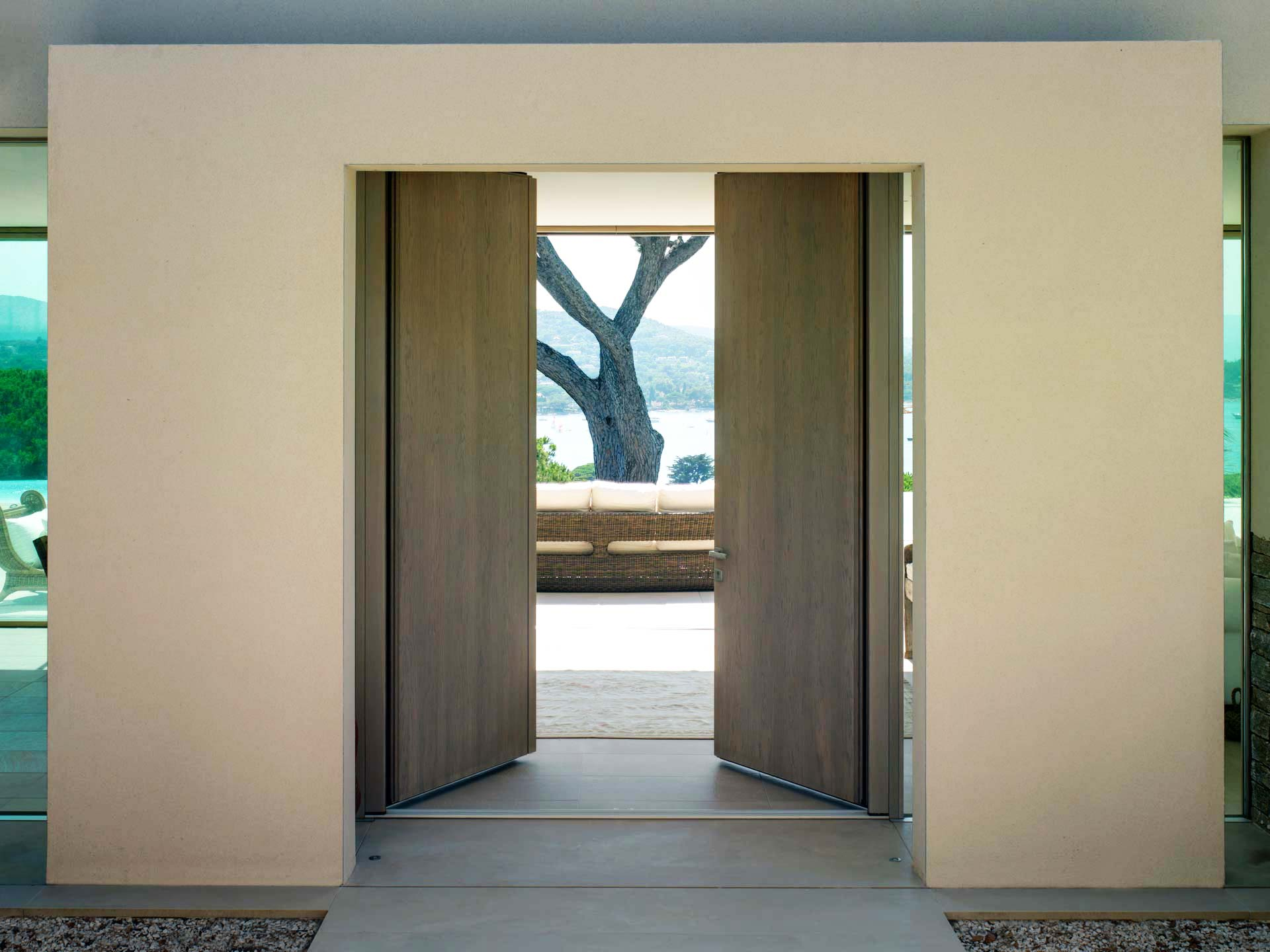 Entrance doors, image three