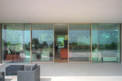 Villa Desenzano, Lift & Slide Skyline Minimal Frames, image one