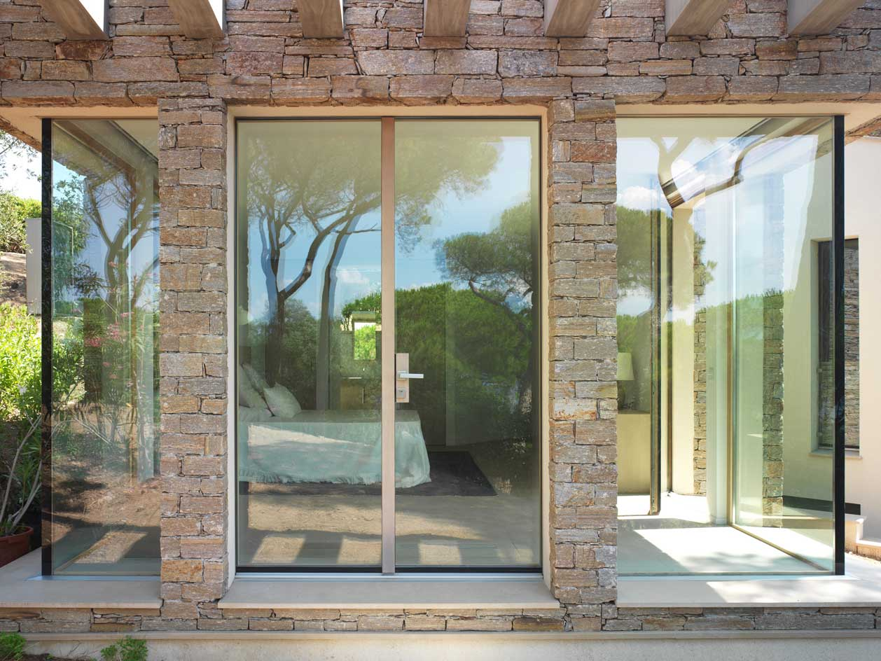 Villa Saint Tropez, bedroom entrance with the Skyline door
