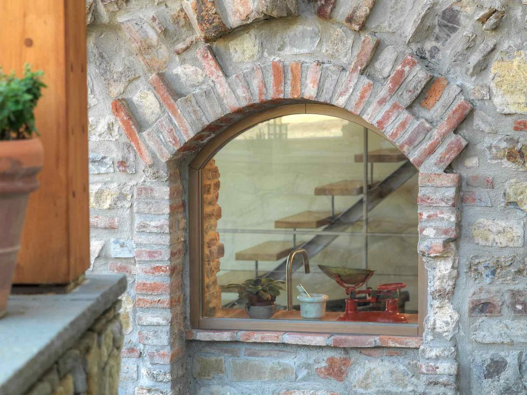 Villa Firenze, fixed arched window