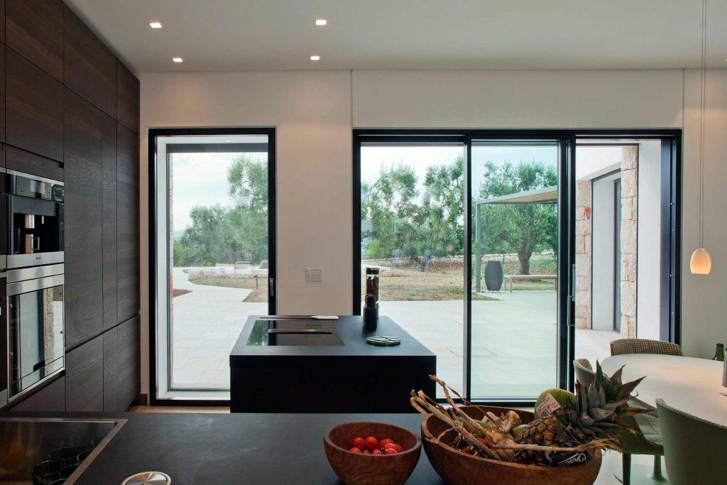 Villa Ostuni, Skyline Sliding in the kitchen
