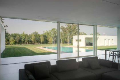 Villa Verona, view of the lift with two doors in the living area