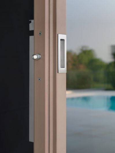 External handle satin chrome on a lift and slide