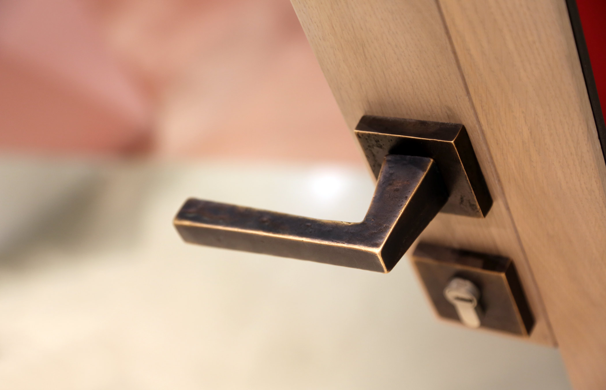 Detail of a Linea Vittoria handle, cover image
