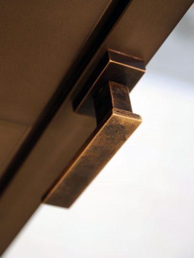 Detail of the Linea Vittoria bronze handle
