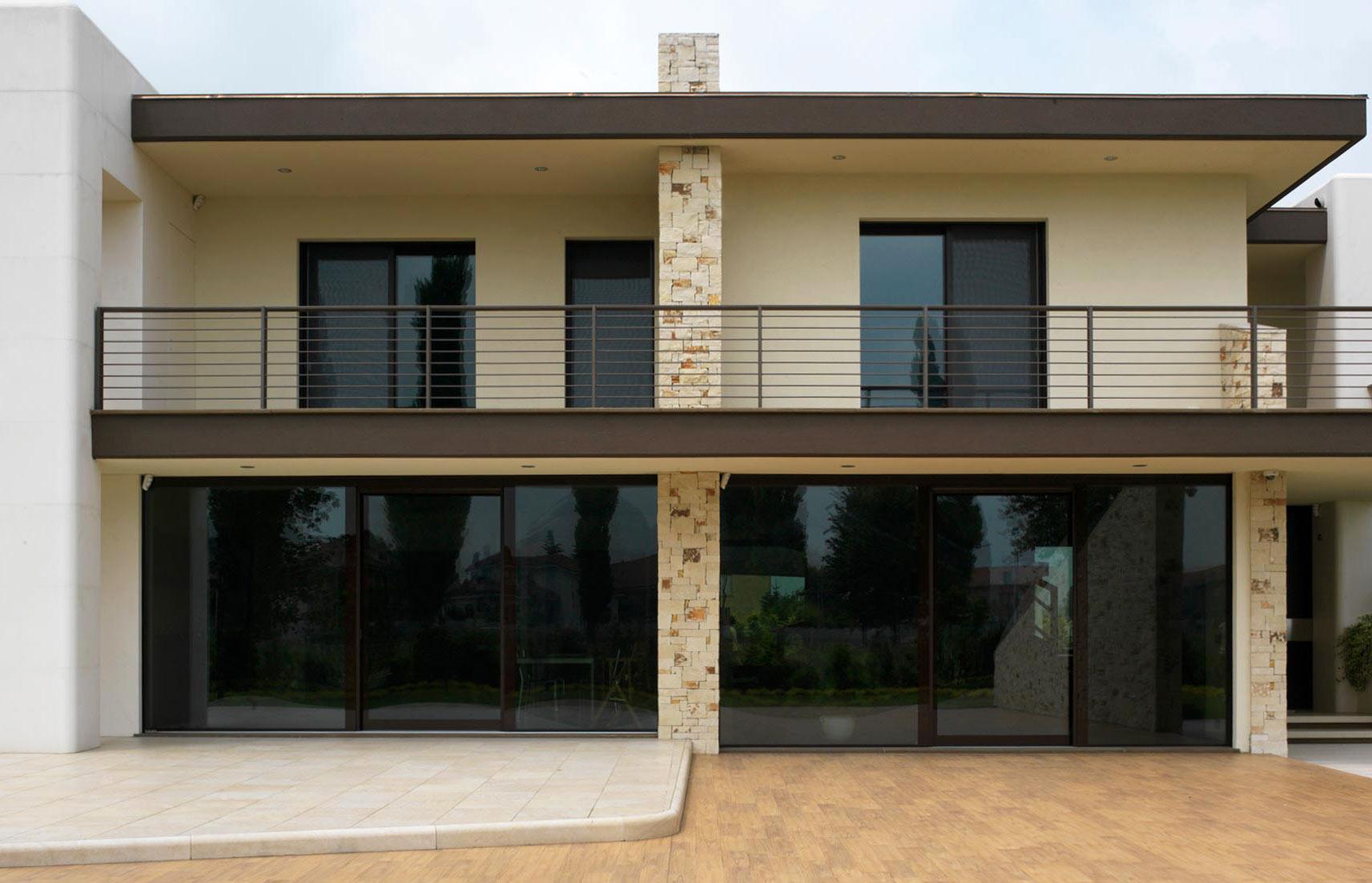 Building elevation with Vitrum 90 windows