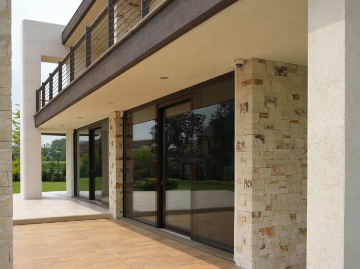 Elevation with Vitrum 90 windows