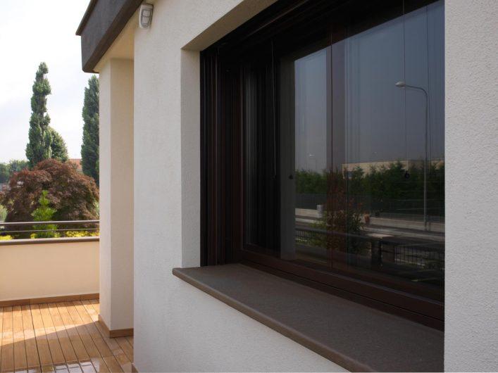 External view of a Vitrum 90 window