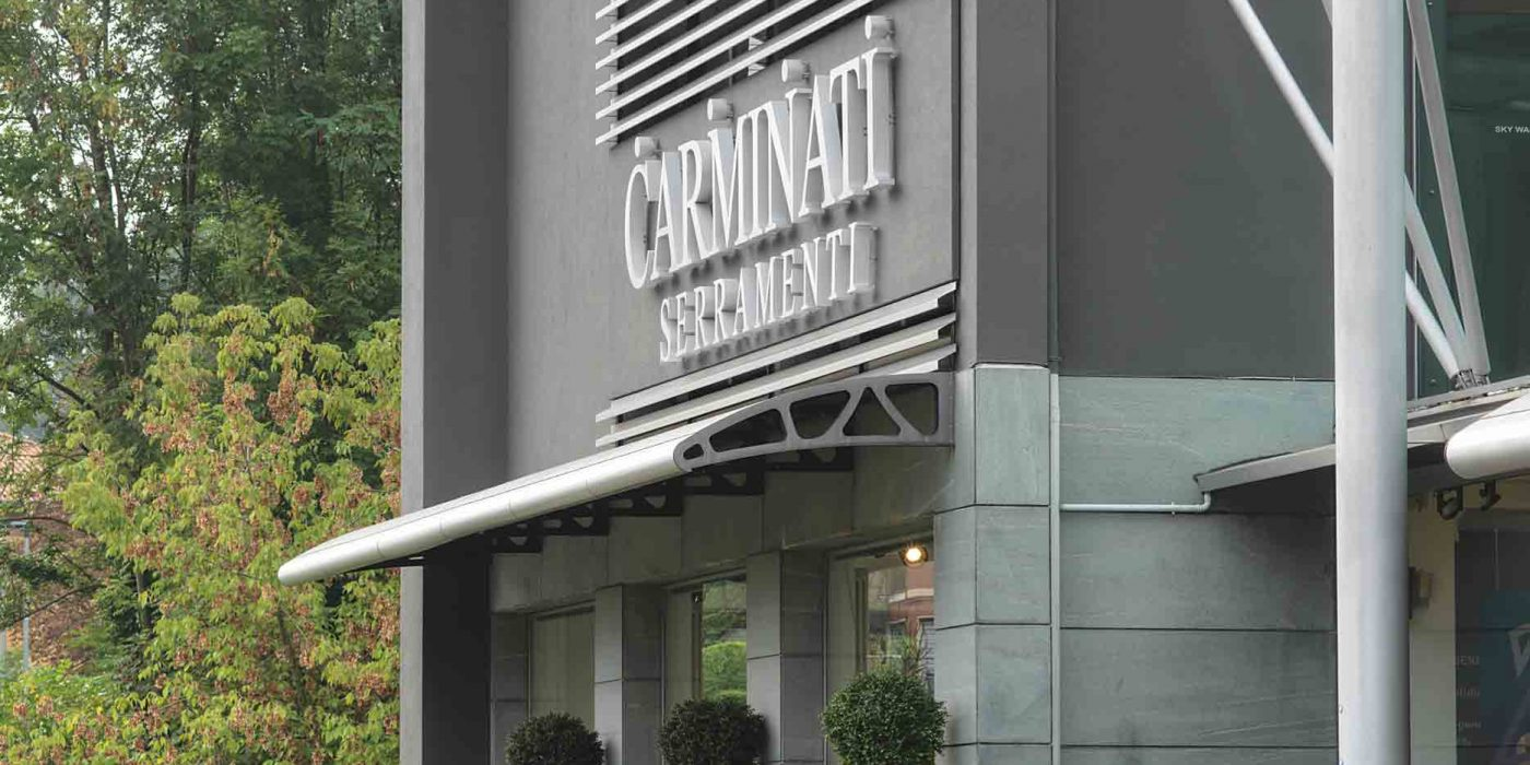 Detail of the facade with the entrance to the Carminati headquarters