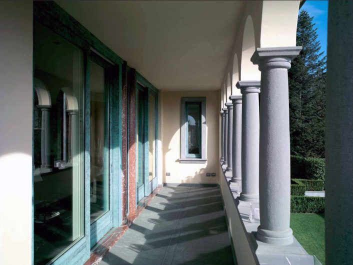 View of the external porch of Villa Bergamo with sliding doors