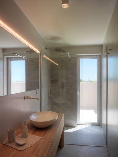 View of the secondary bathroom with aluminium-clad patio door