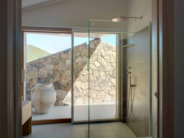 View of the bathroom with sliding doors with internal aluminium cladding