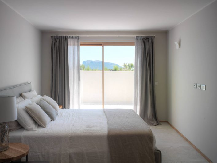 Lift and slide with two sashes in the bedroom of Villa Costa Smeralda
