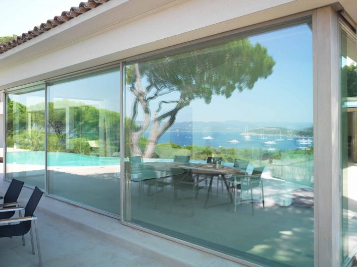 Lift and slide with three closed sashes of Villa Saint Tropez