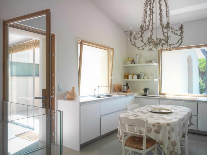 View of the kitchen with glazed entrance door and two vasistas windows