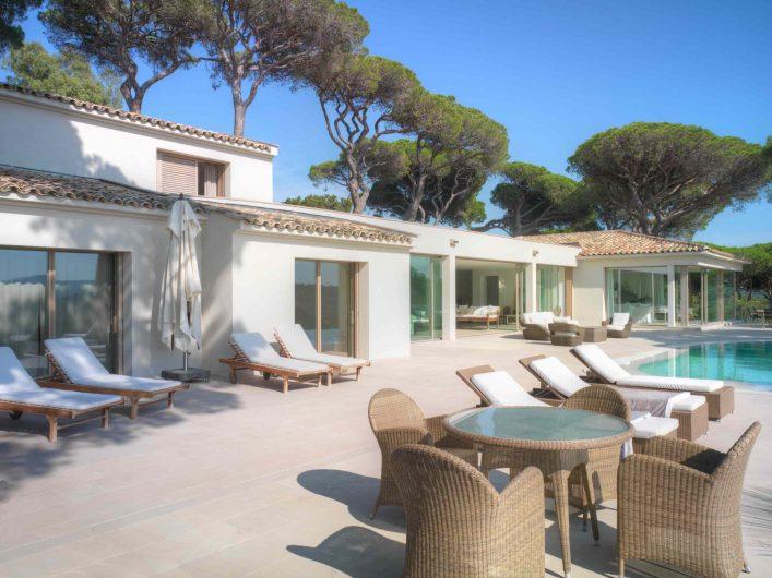 Villa Saint Tropez outdoor patio overlooking the Skyline Sliding lift and slide doors