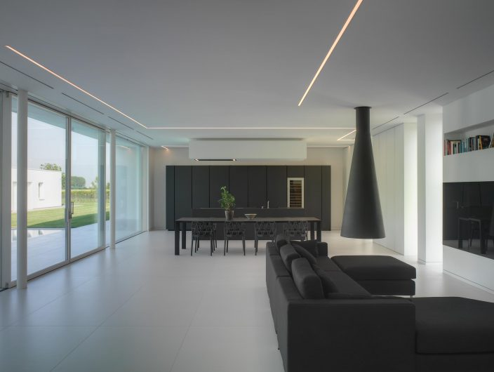 View of the open space of Villa Verona with lift and slide with four sashes