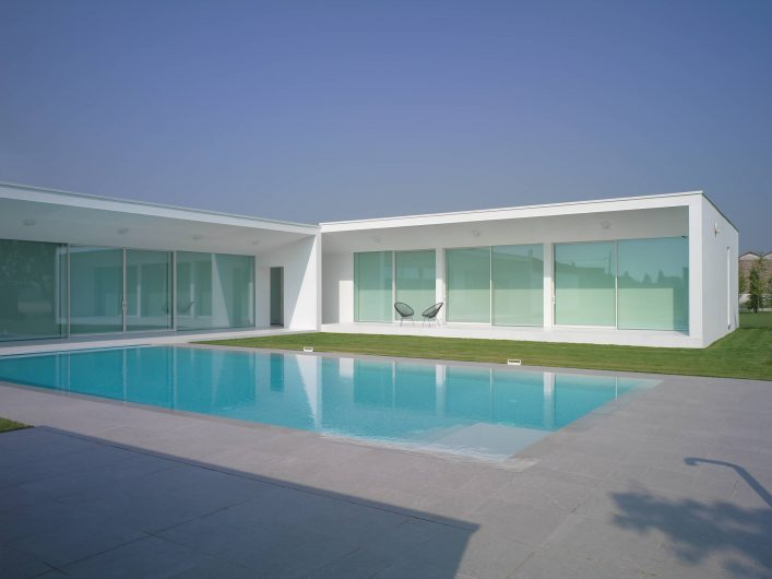 View of the main façade of Villa Verona with lift and slide doors and blackout curtains