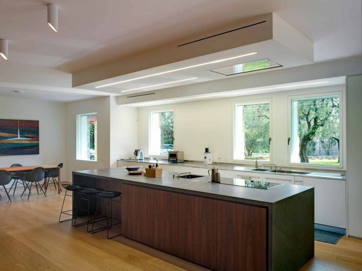 View of the kitchen with white lacquered flush to the wall windows