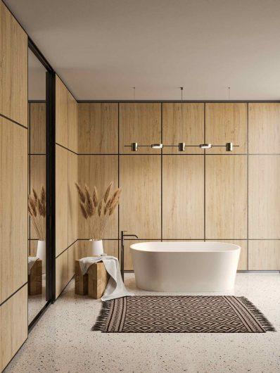Bathroom with wood paneled boiserie