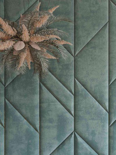 Velvet boiserie with rhomboidal padded panels