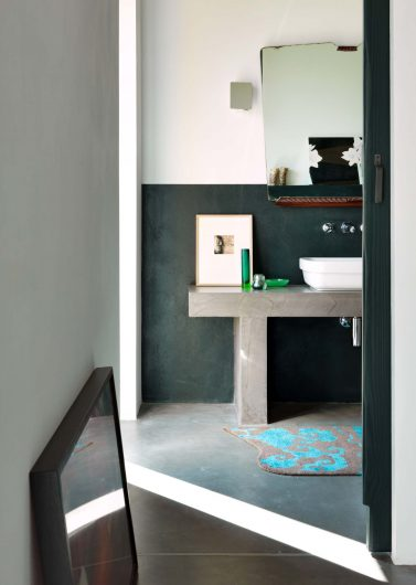 View of the private bathroom of one of the bedrooms of the villa